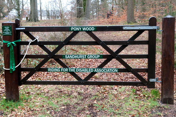 picture Pony Wood Gate